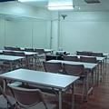 鏡面教室看起來更寬敞