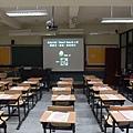 教室桌子.JPG