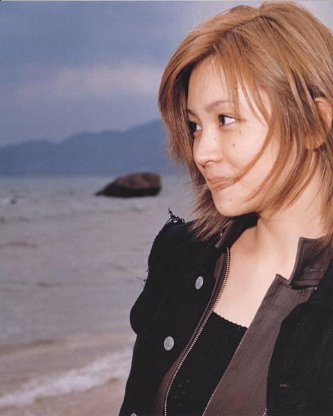 PhotoBook_Hitomi.Yoshizawa_8TEEN_008.jpg