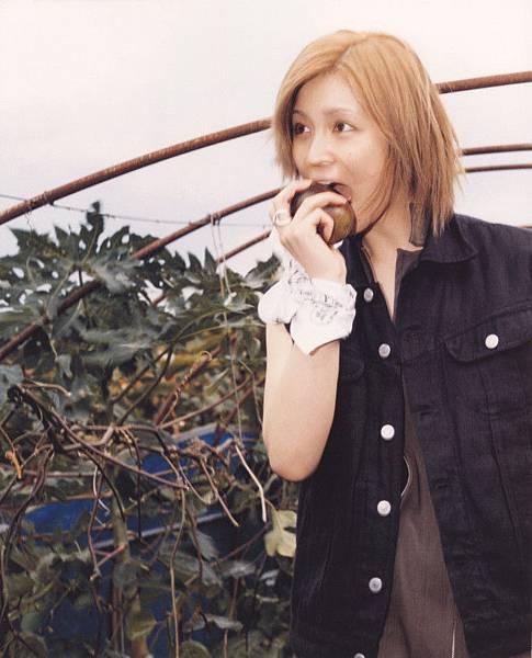 PhotoBook_Hitomi.Yoshizawa_8TEEN_016.jpg