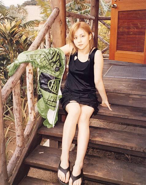 PhotoBook_Hitomi.Yoshizawa_8TEEN_032.jpg