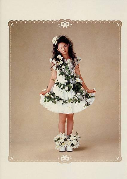 PhotoBook_Michishige.Sayumi_1ST_002.jpg