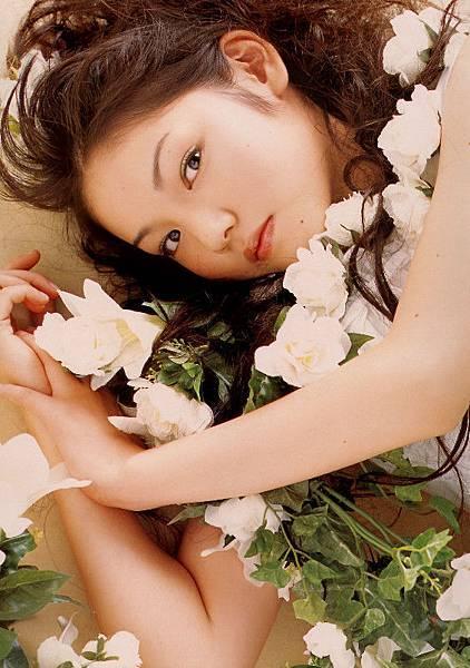 PhotoBook_Michishige.Sayumi_1ST_024.jpg
