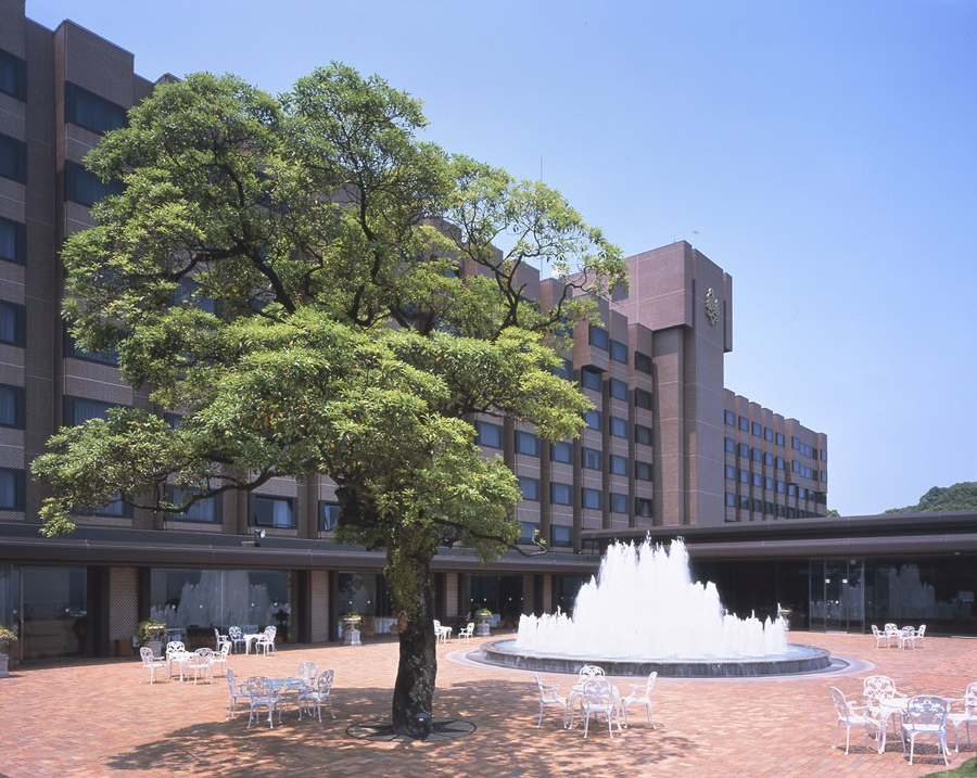 03Hotel & Fountain Plaza.jpg