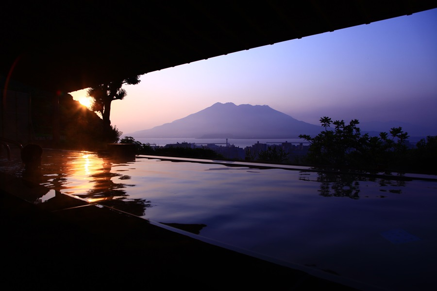 21Outdoor hot spring(satsumanoyu-sunrise).jpg