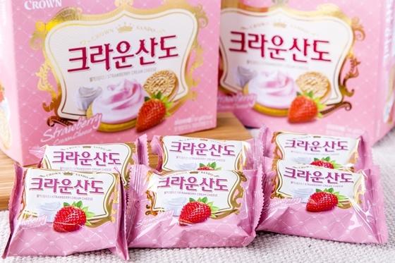 韓國CROWN草莓夾心餅乾-3.jpg
