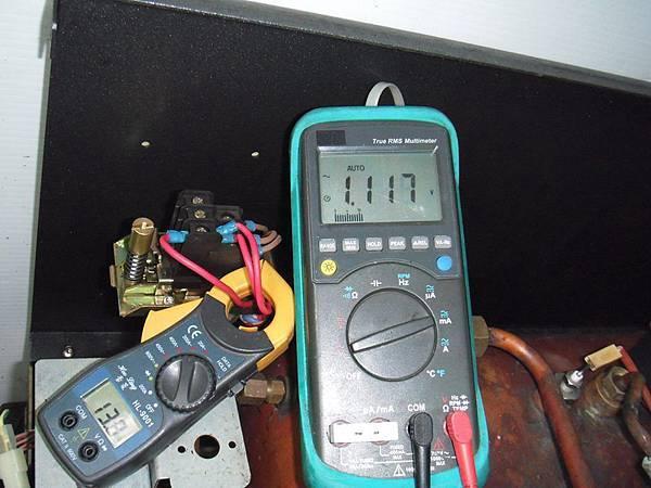 終於全部故障先排除後 來測試 三管全開加熱 13A 測量確定沒有漏電