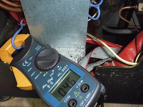 將鍋爐的水補滿後 開機加熱測試 三管加熱器 只有一管加熱