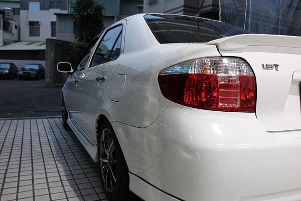 雨天洗車的照片