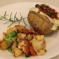 【今日早餐: 焗烤馬鈴薯, 蕃茄青花菜炒蛋, 迷迭香冰茶】