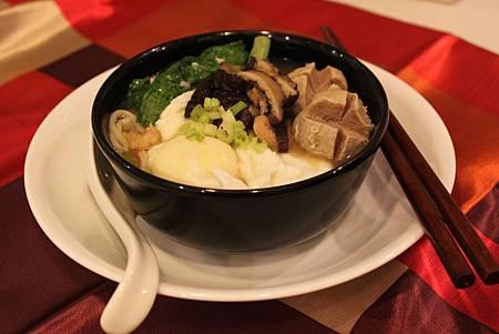 香菇貢丸麵