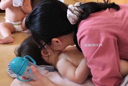 秉洋媽媽愛的一吻