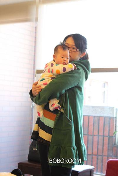 2心事重重的母女