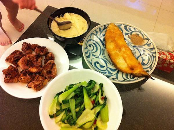 香煎鱈魚&青江菜&香料雞腿&蒸蛋.jpg