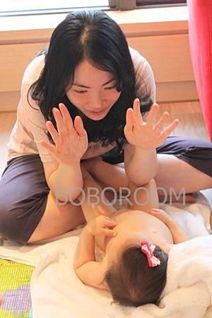 晨晨 這是媽媽的手,我們要來按摩囉.jpg