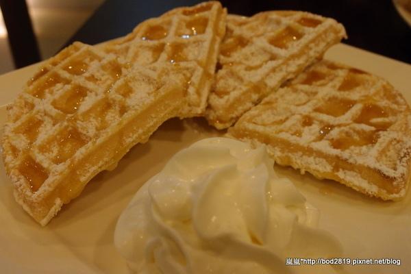 咖啡家COFFEE+:【台中潭子】咖啡家COFFEE+-早午餐CP值很高,鬆餅也只要50元喔!