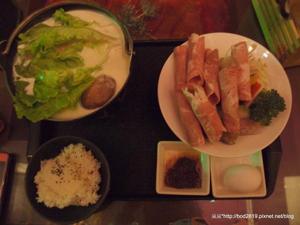 花現鳥地方:【台中東海】花現鳥地方-眾多人推薦的濃郁乳酪鍋