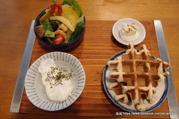 鐵木咖啡:【台中東海】鐵木咖啡-用心的店家顧客看的見,豐富美觀的沙拉~