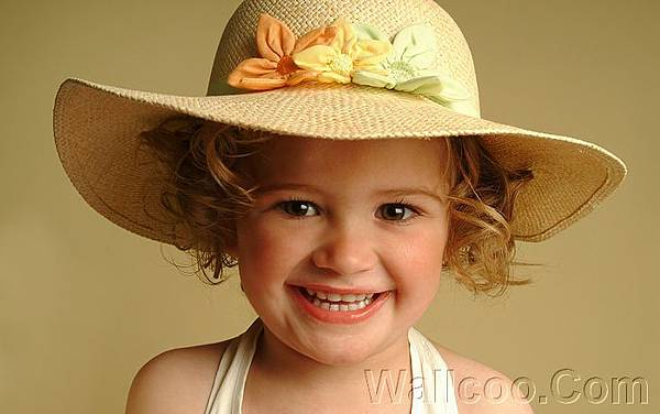 %5Bwallcoo_com%5D_Baby_Photography_of_baby%20Girl%20wearing%20a%20straw%20hat_ISPC006063.jpg