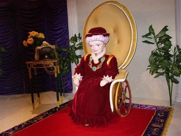 宮殿裡..莎莉曼夫人