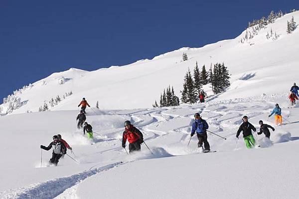 monashee-powder-cat-skiing-001.jpg