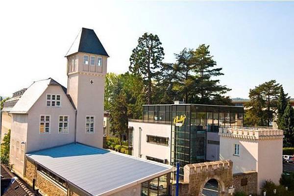 IUBH-University-of-Applied-Sciences-campus-610x406.jpg