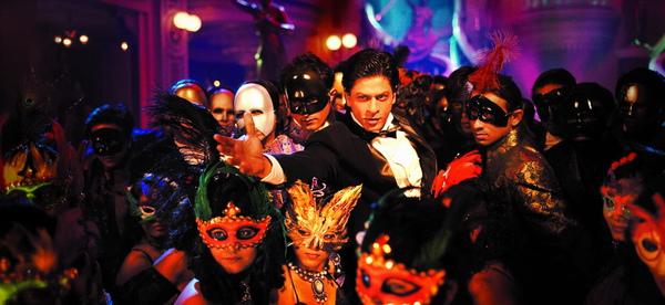 沙魯克罕在片中散發迷人魅力,一人分飾兩角