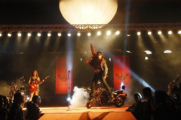 印度阿湯哥大開個人演唱會.jpg