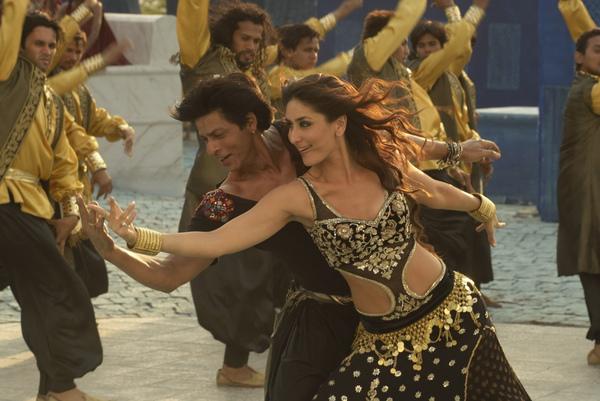 印度阿湯哥與印度天后卡琳娜卡普熱舞.jpg