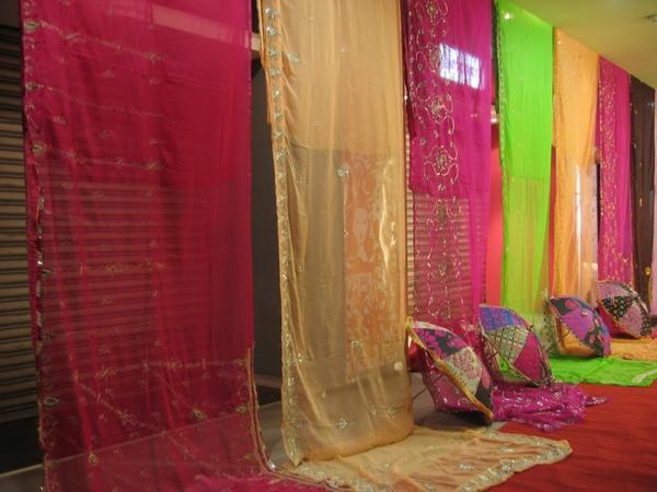 圖3 拉納傳奇服飾店精心佈置的印度風星光大道
