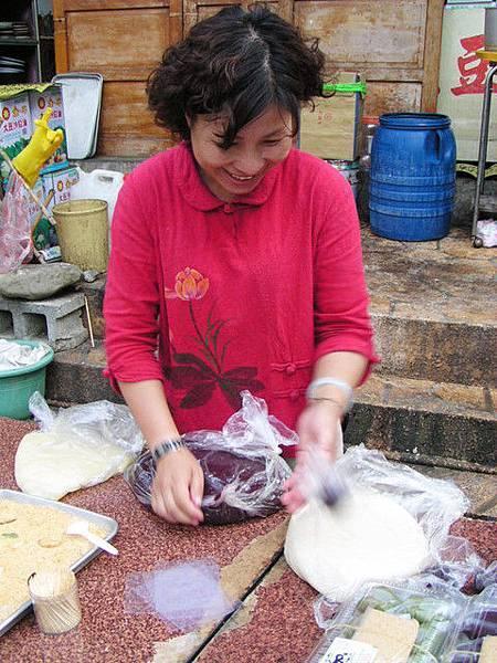 清安豆腐店外的小攤販