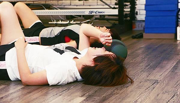 NTC - 上完課開心躺在地上休息的我們