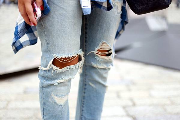 ripped-jeans-street-style-close-up-fashion