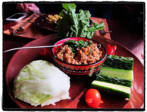 15傣族生菜包肉