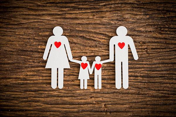 paper-chain-family-red-heart-symbolizing_35355-545.jpg