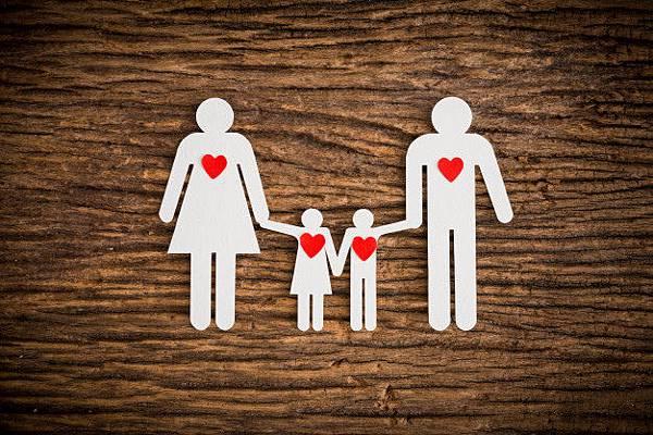 paper-chain-family-red-heart-symbolizing_35355-545.jpg