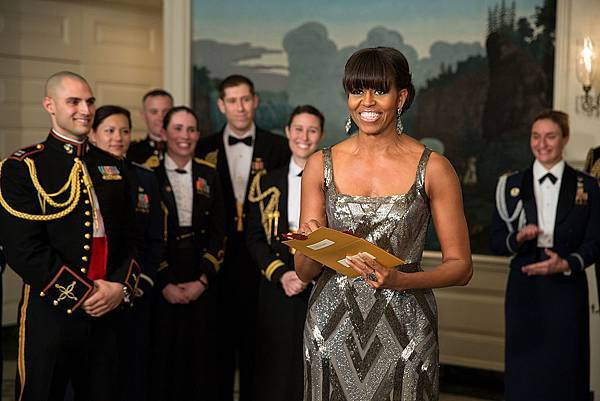 1024px-First_Lady_Michelle_Obama_announces_the_Best_Picture_Oscar_to_Argo