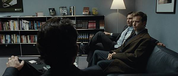 The Ghost Writer 2010 1080p BluRay DTS x264-CtrlHD.mkv_snapshot_00.04.37_[2010.12.13_23.48.31]