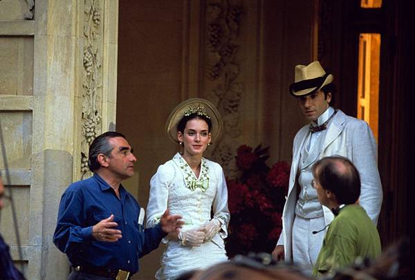 still-of-winona-ryder-martin-scorsese-and-daniel-day-lewis-in-the-age-of-in