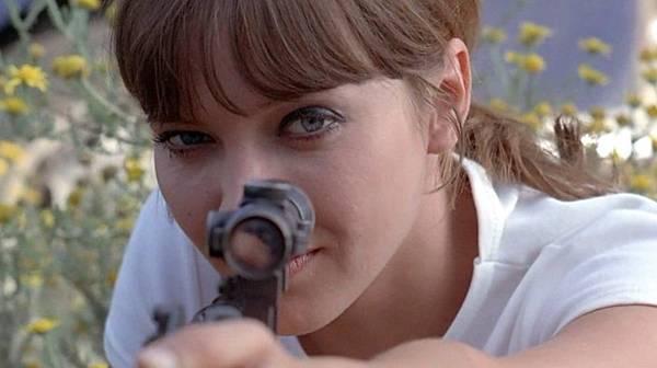 pierrot-le-fou-1965-007-anna-karina-gun-sight