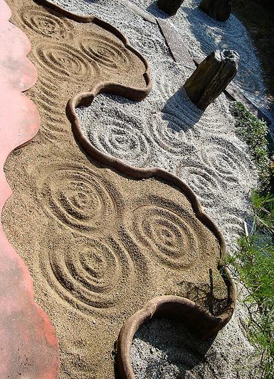 東福寺-靈雲院-臥雲-庭-雲-表-砂紋.jpg