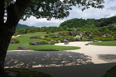 足立美術館庭園-現代的枯山水庭園.jpg