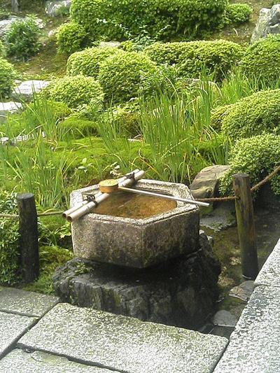 東福寺常-庵-手水鉢.jpg