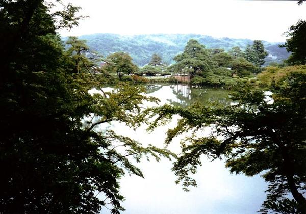 夏:霞ヶ池.jpg