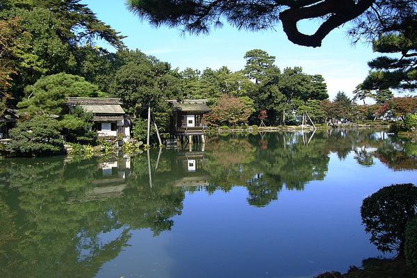 秋:霞ヶ池.jpg