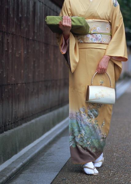 着物の女性.jpg