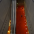 BNF-通向地下低層的自動樓梯