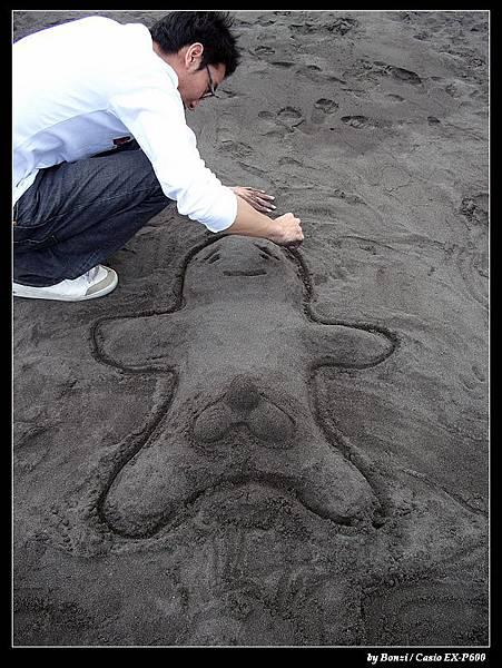 宜蘭烏石港  朋友不會衝浪只好做沙雕