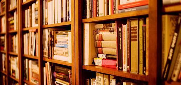 書櫃放不下書