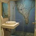 馬賽克壁磚的浴室